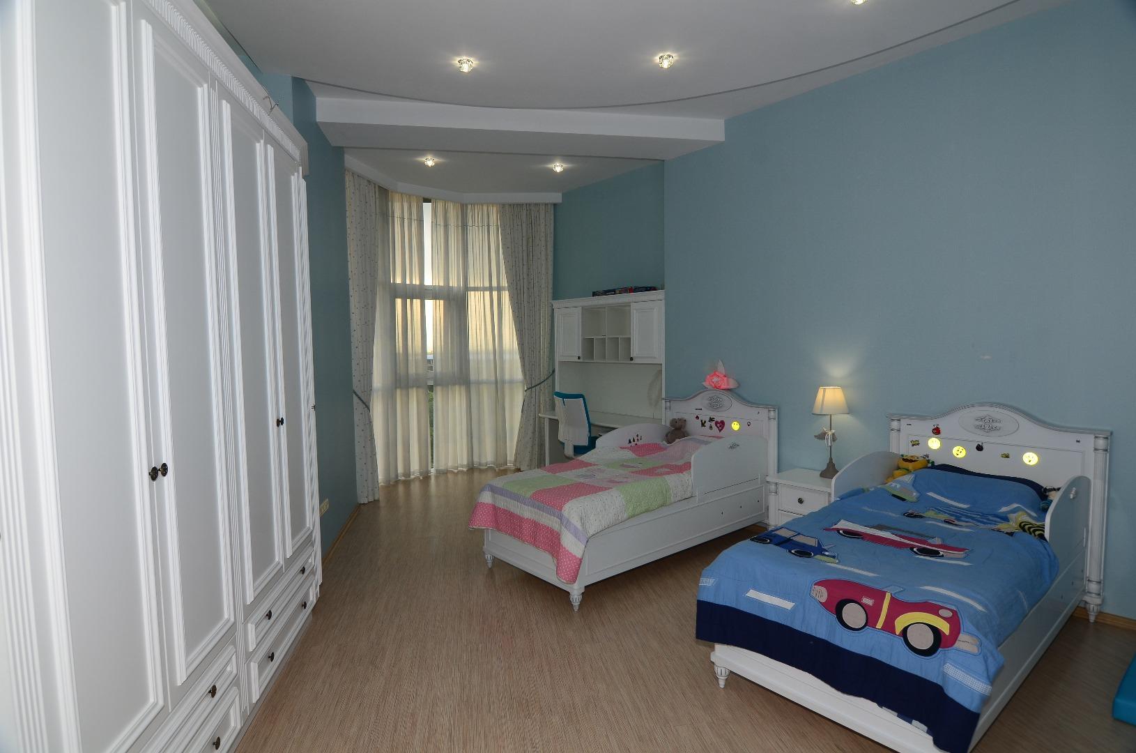 продажа трехкомнатной квартиры номер A-116095 в Приморском районе, фото номер 18